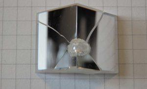 Оптический интегратор, подвергшийся разрушению раскаленным осколком не оригинальной лампы