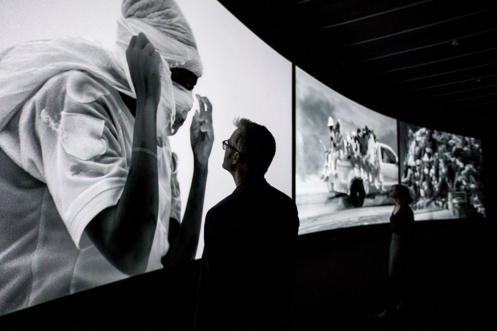 Richard-Mosse-Incoming,-The-Curve,-Barbican-Centre,-Tristan-Fewings-(6)-—-копия